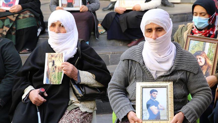 Diyarbakır annelerinin oturma eylemine iki aile daha katıldı