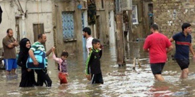 Irak'ta şiddetli yağışlar hayatı felç etti