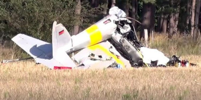 Almanya'da düşen küçük uçağın pilotu öldü