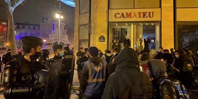 Paris'te sığınmacıların tahliyesindeki 'şoke edici' polis şiddetine soruşturma
