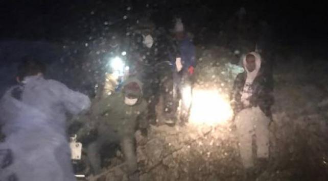 Yunanistan'ın ölüme terk ettiği 27 düzensiz göçmen kurtarıldı