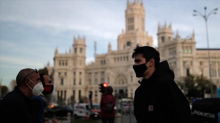 İspanya'da son 24 saatte 442 kişi hayatını kaybetti