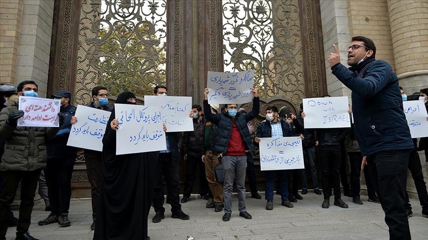 İranlı nükleer bilimcinin öldürülmesi Tahran'da protesto edildi