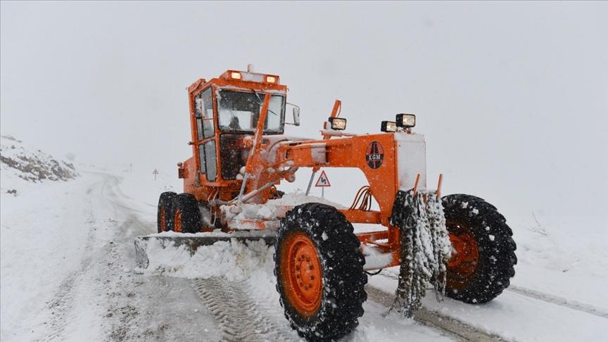 Tunceli'de kar ve tipi nedeniyle 58 köy yolu ulaşıma kapandı