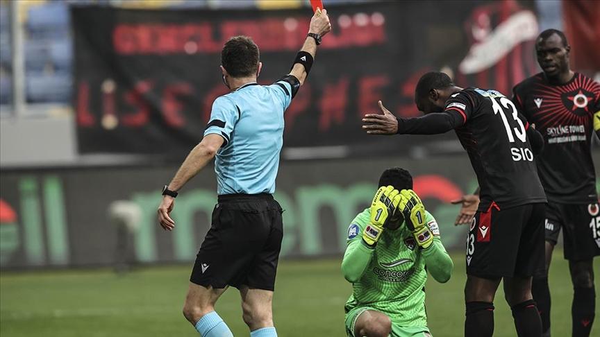 PFDK, Hatayspor'un kalecisi Munir'e 4 maç men cezası verdi