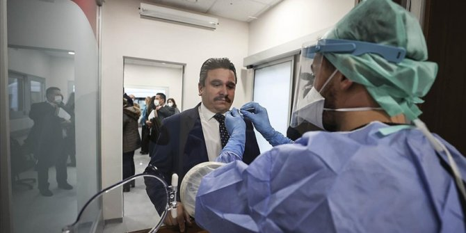 İbni Sina Hastanesinde 'Akıllı Kovid-19 Örnek Alma Ünitesi' açıldı