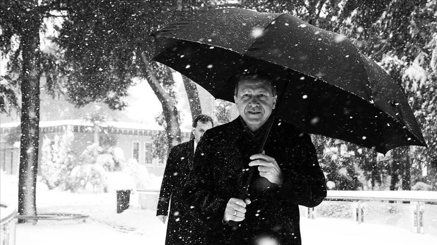 Erdoğan'dan kar altında yürürken fotoğraf paylaşımı