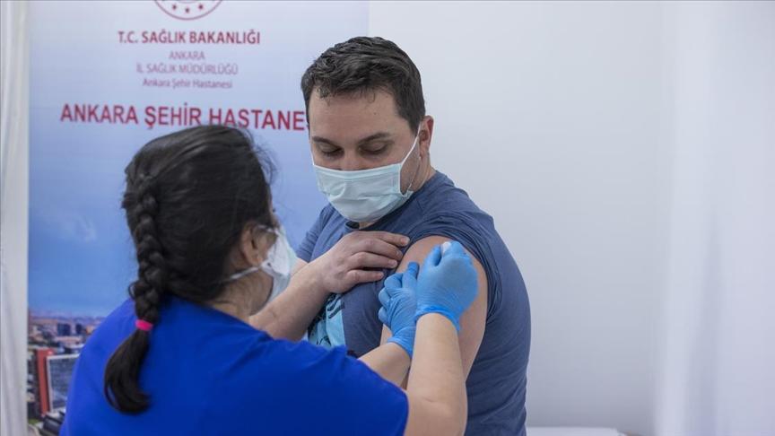 Kovid-19 aşısı yaptıran sağlık çalışanı sayısı 800 bini geçti