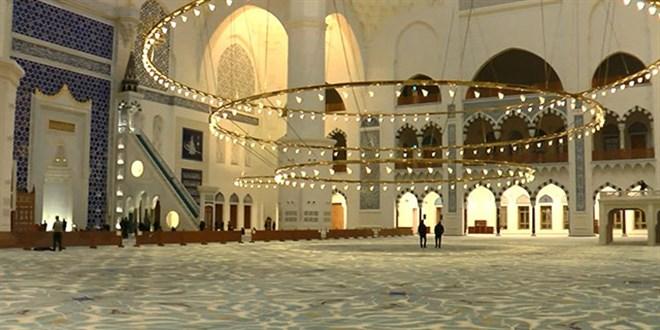 İstanbul'da ilk teravihte camiler boş kaldı
