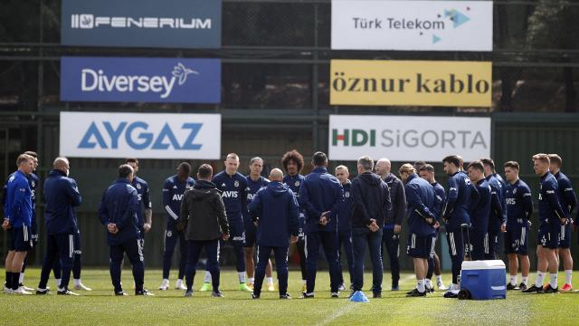 Fenerbahçe'nin kamp kadrosu belli oldu