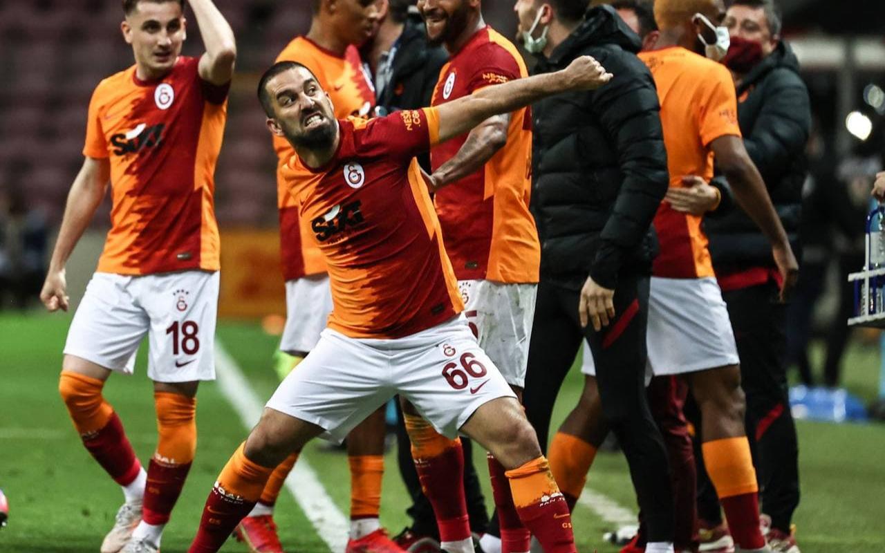 Arda Turan'dan Beşiktaş'a kupa göndermesi