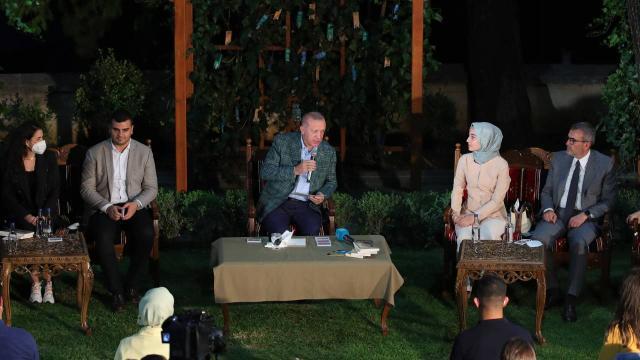 Cumhurbaşkanı Erdoğan gençlerle şiir gecesinde buluştu
