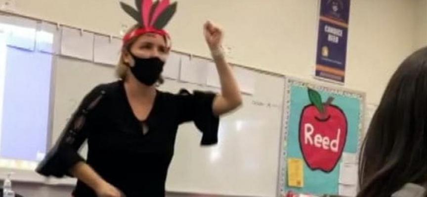 Öğretmen derste Kızılderililerle dalga geçti