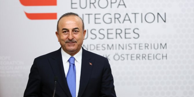 """Çavuşoğlu'ndan Sarkozy'e tepki! """"Densiz"""""""
