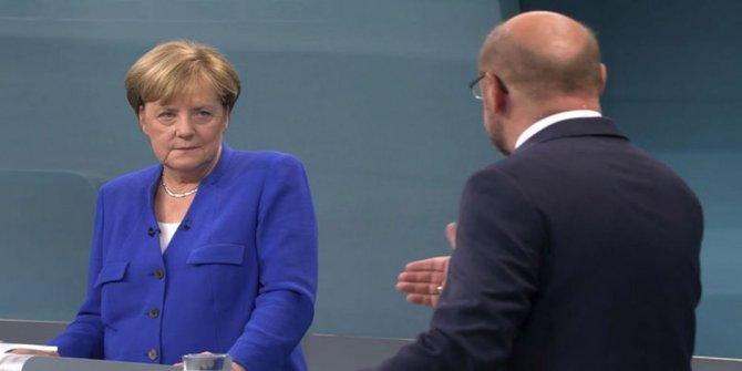 Merkel Başbakanlık yeminini etti
