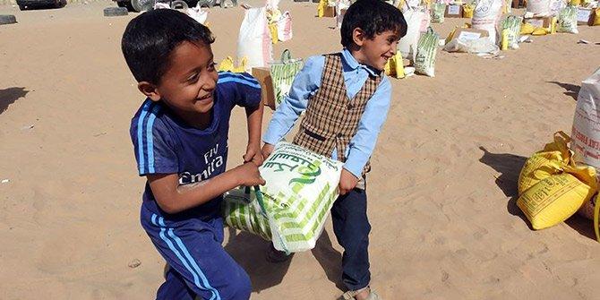 İHH yardımları Yemen'deki çocukları sevindirdi