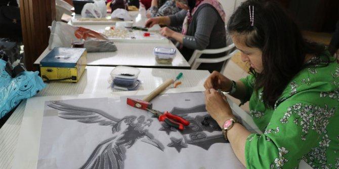 Tel ve çiviyi sanata dönüştürüyor