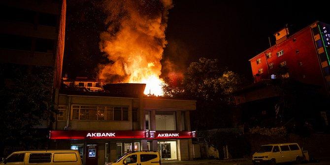 Başkent'in tarihi mahallesinde 7 ev yandı!
