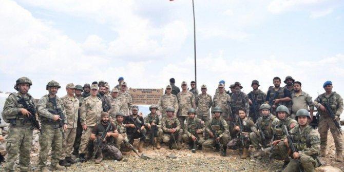 Korgeneral Temel Afrin'de Şehitler Tepesi'ni inceledi