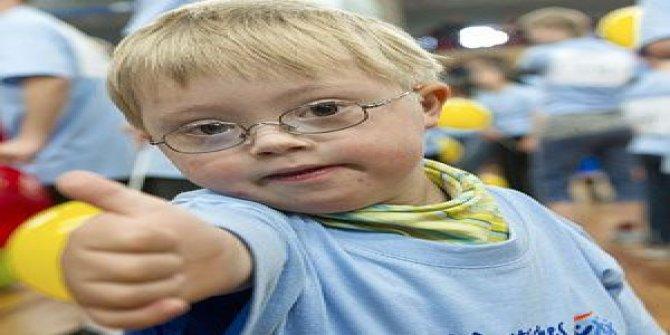 Engelli çocuklarına hem annelik, hem babalık yapıyor