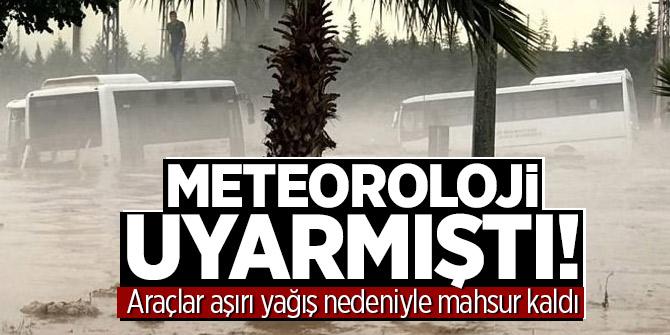 Meteoroloji uyarmıştı! Araçlar aşırı yağış nedeniyle mahsur kaldı
