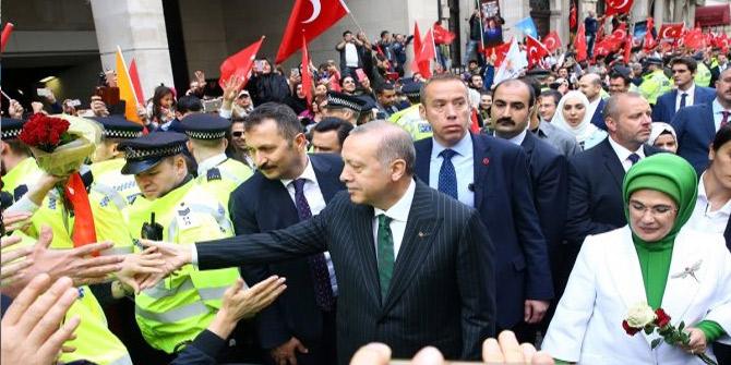 Cumhurbaşkanı Erdoğan'a İngiltere'de sevgi seli