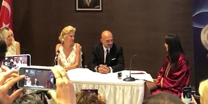 Burcu Esmersoy New York'ta evlendi