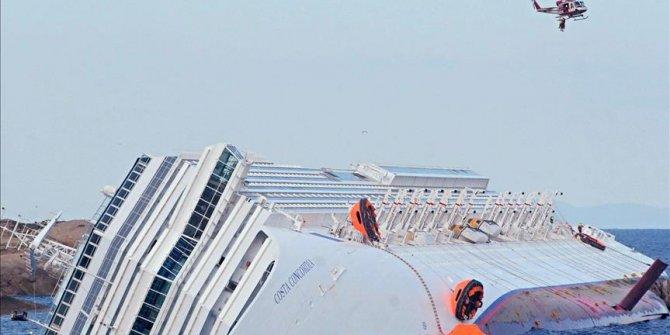 Hindistan'da feribot alabora oldu