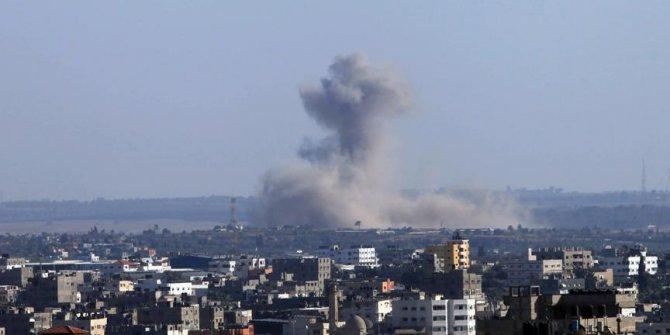 İsrail Hamas'a ait iki askeri noktayı vurdu