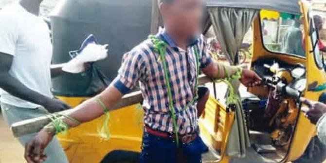 Afrika ülkesinde geç kalan öğrencileri çarmıha gerdiler