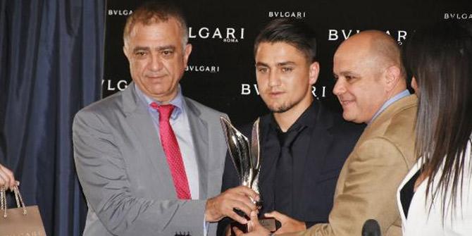 Cengiz Ünder'e en başarılı yabancı oyuncu ödülünü aldı