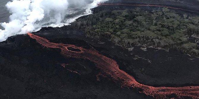 Kilauea Yanardağı'ndan mavi alevler çıktı!