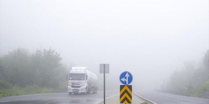 Bolu'da yoğun sis ulaşımı aksatıyor