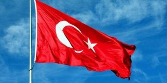 Türk bayrağını indirmek isteyen 2 kişi tutuklandı