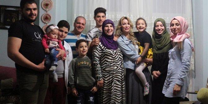 Gamze Özçelik Suriyeli ailenin iftar sofrasına misafir oldu.