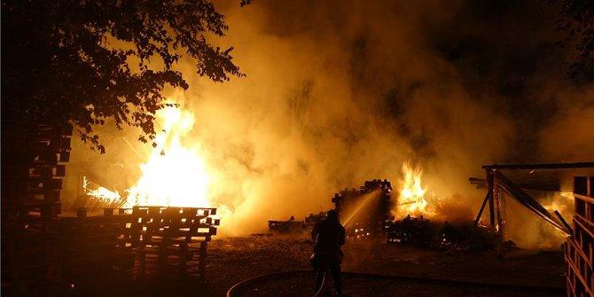 Bursa'da palet imalathanesinde yangın!
