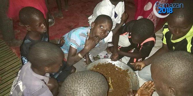 Türk Kızılayından Senegal'de yetimlere iftar