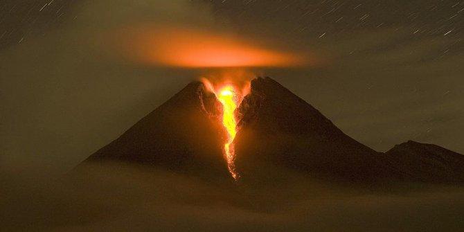 Endonezya'daki Merapi Yanardağı'nda patlama
