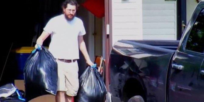 Evi terk etmesi dava açılan oğul evden böyle ayrıldı!