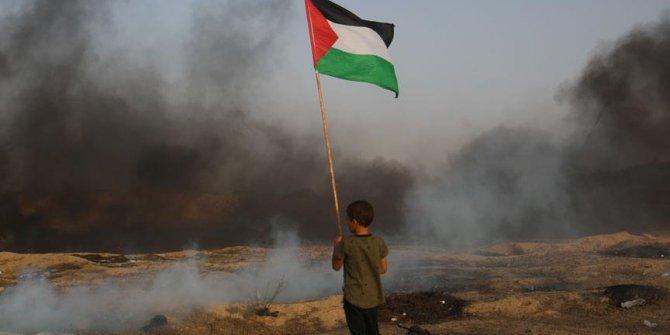 Gazze sınırındaki gösterilerde yaralanan bir Filistinli daha şehit oldu