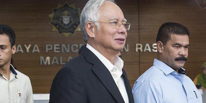 Eski Malezya Başbakanı Necip'in eşi ifadeye çağırıldı