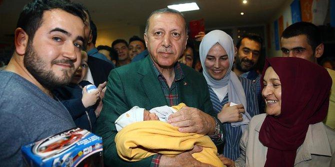 Erdoğan'dan seçim bürosuna sürpriz ziyaret
