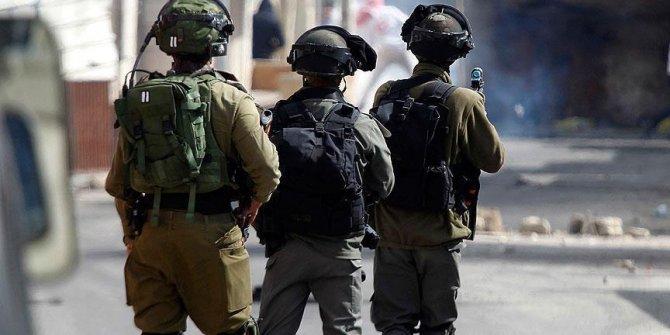 İsrail askerleri Batı Şeria'da patlayıcı mermi kullanarak 5 Filistinliyi yaraladı