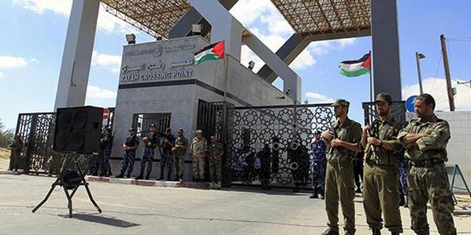 """Refah Sınır Kapısı """"teknik arıza"""" nedeniyle kapatıldı"""