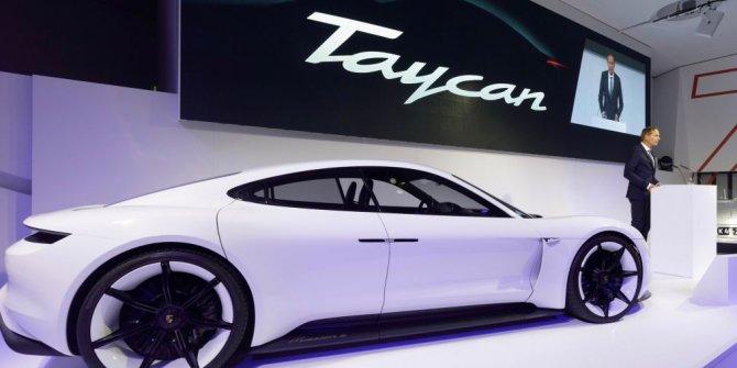 Porsche Türkçe isimli aracını tanıttı..