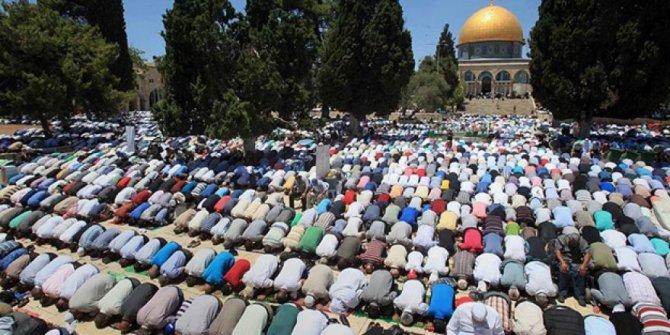 Mescid-i Aksa'da 90 bin kişiyle bayram namazı