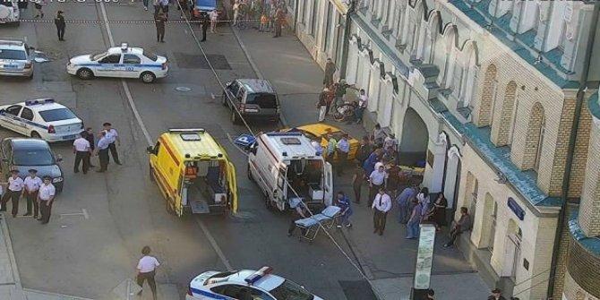 Rusya'da taksi kalabalığın arasına daldı: 7 yaralı