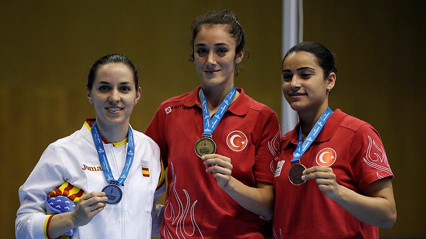 Badmintonda altın madalya!