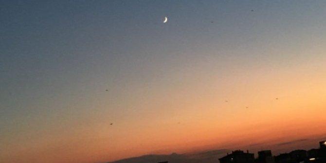 """Gökyüzü """"15 Temmuz'a"""" eşlik etti! ' Ay ve Yıldız' yan yana"""