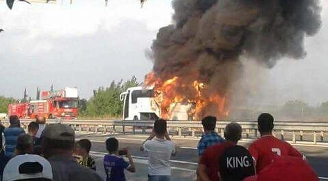 Yolcu otobüsü  yandı! Araç kullanılamaz hale geldi.